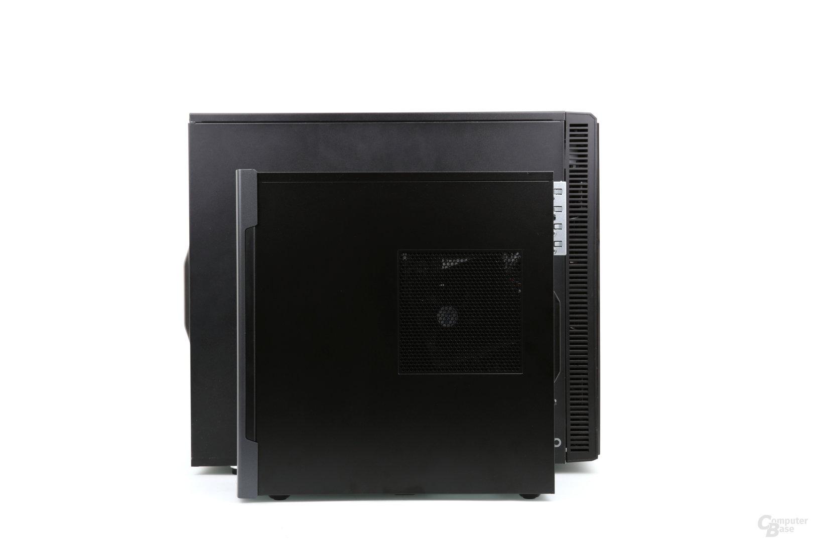 Größenvergleich: vorne Medion Akoya P56000, hinten Fractal Design Define R5
