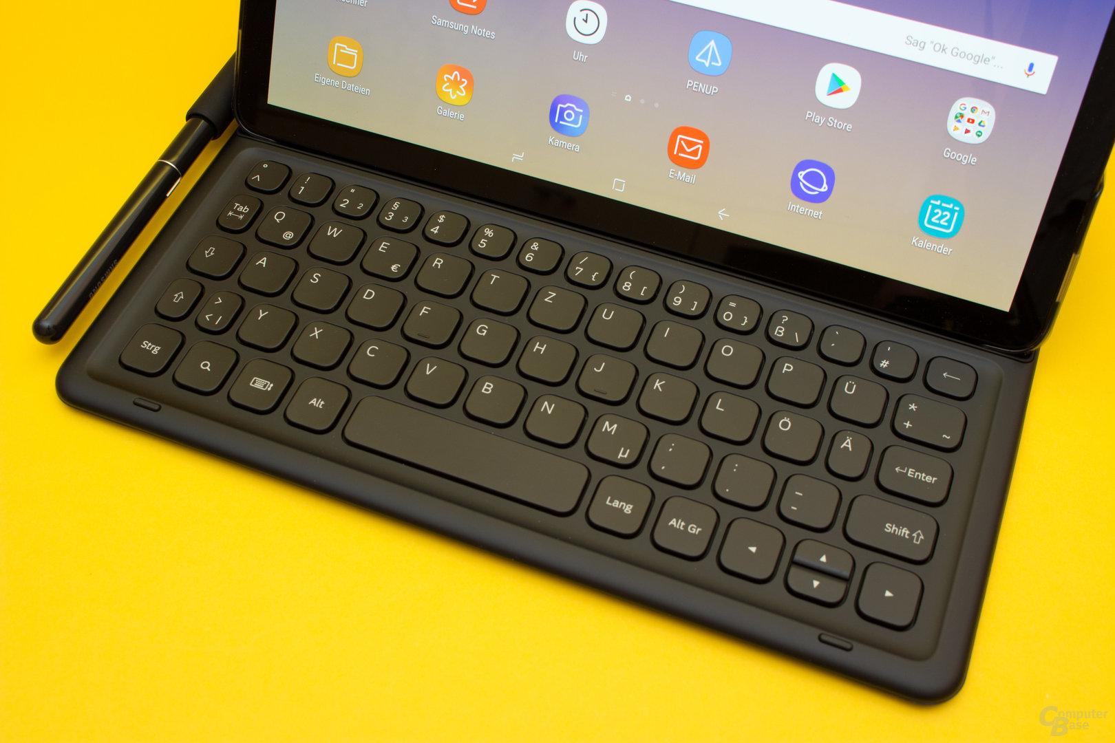 Das Galaxy Tab S4 verfügt über eine solide Tastatur, welche aber nur für gelegentliche Einsätze ausreicht