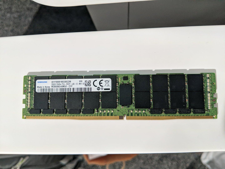 DDR4 LRDIMM mit 256 GB von Samsung
