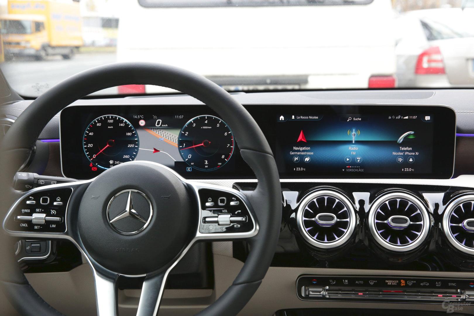 Touch am Lenkrad und auf dem rechten Media-Display