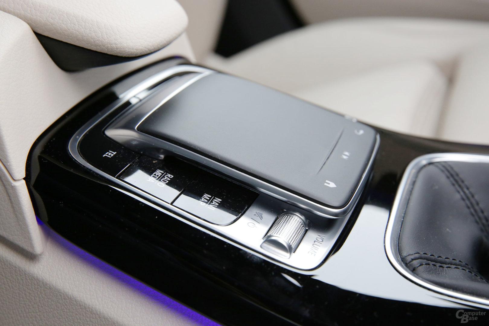 Touchpad in der Mittelkonsole