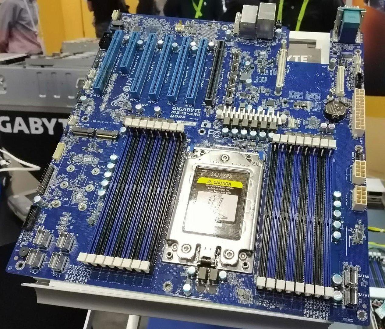 """Gigabyte-Mainboard für AMD Epyc """"Rome"""""""
