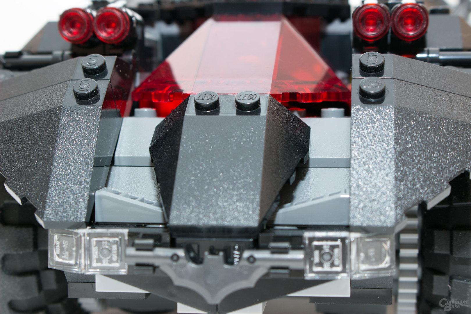 Eine nicht ganz bündig angebrachte Cockpit-Haube beim Lego Batmobil