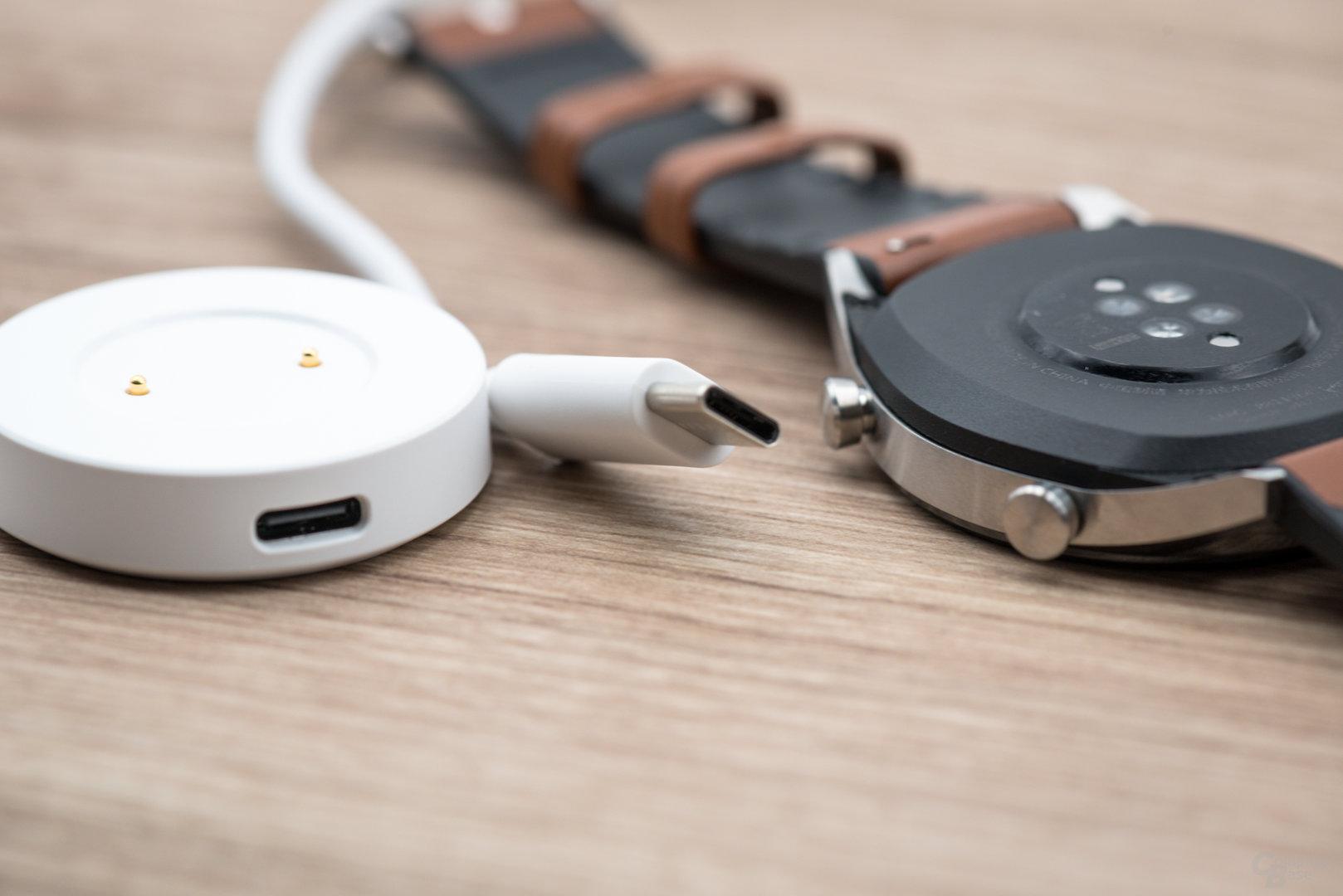 Huawei Watch GT: USB-C am Dock