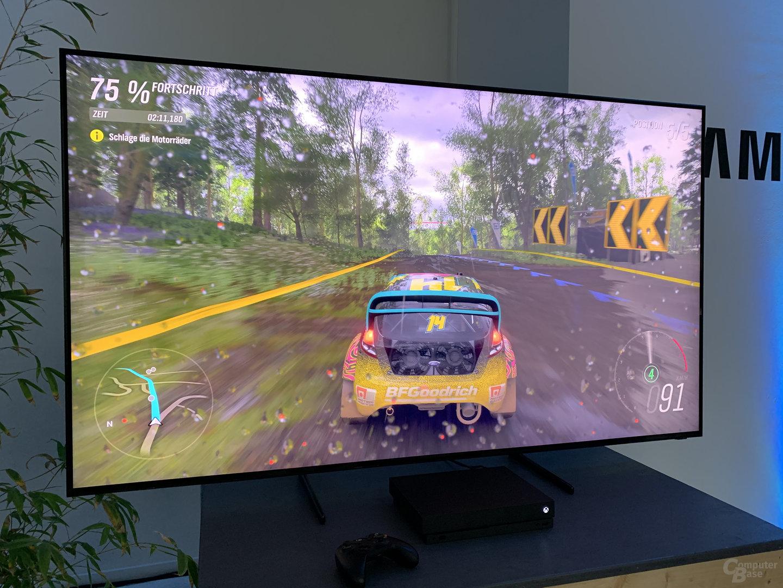 Xbox One X mit Forza Horizon 4 auf der Q900-Serie