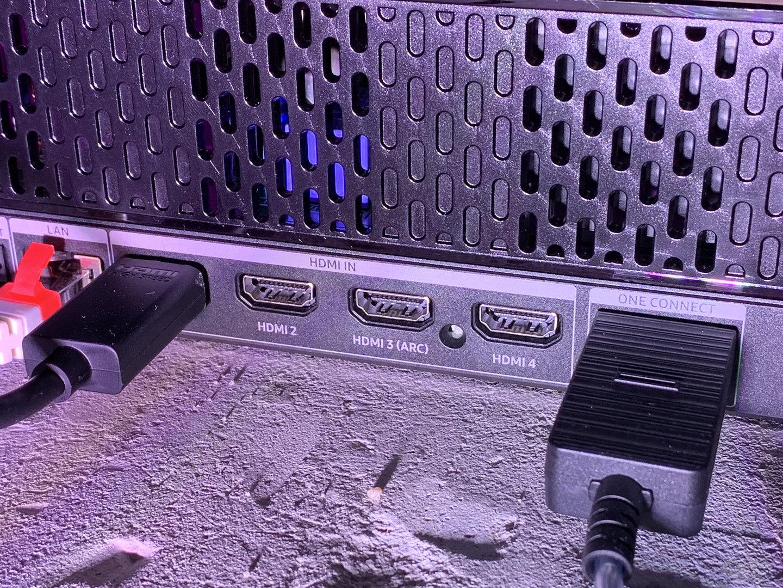 HDMI-Anschlüsse und One Connect