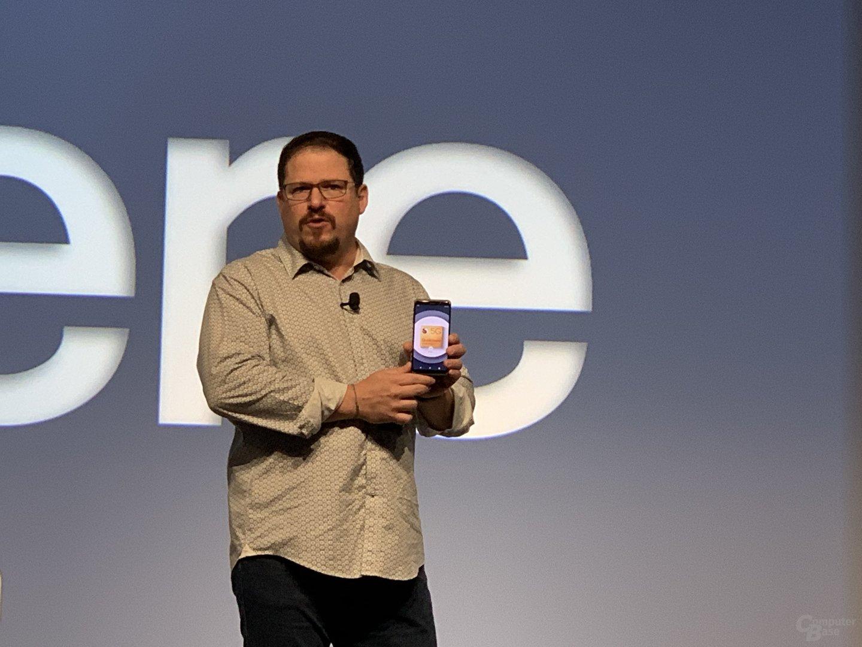 Cristiano Amon zeigt 5G-Smartphone im 5G-Netz von AT&T