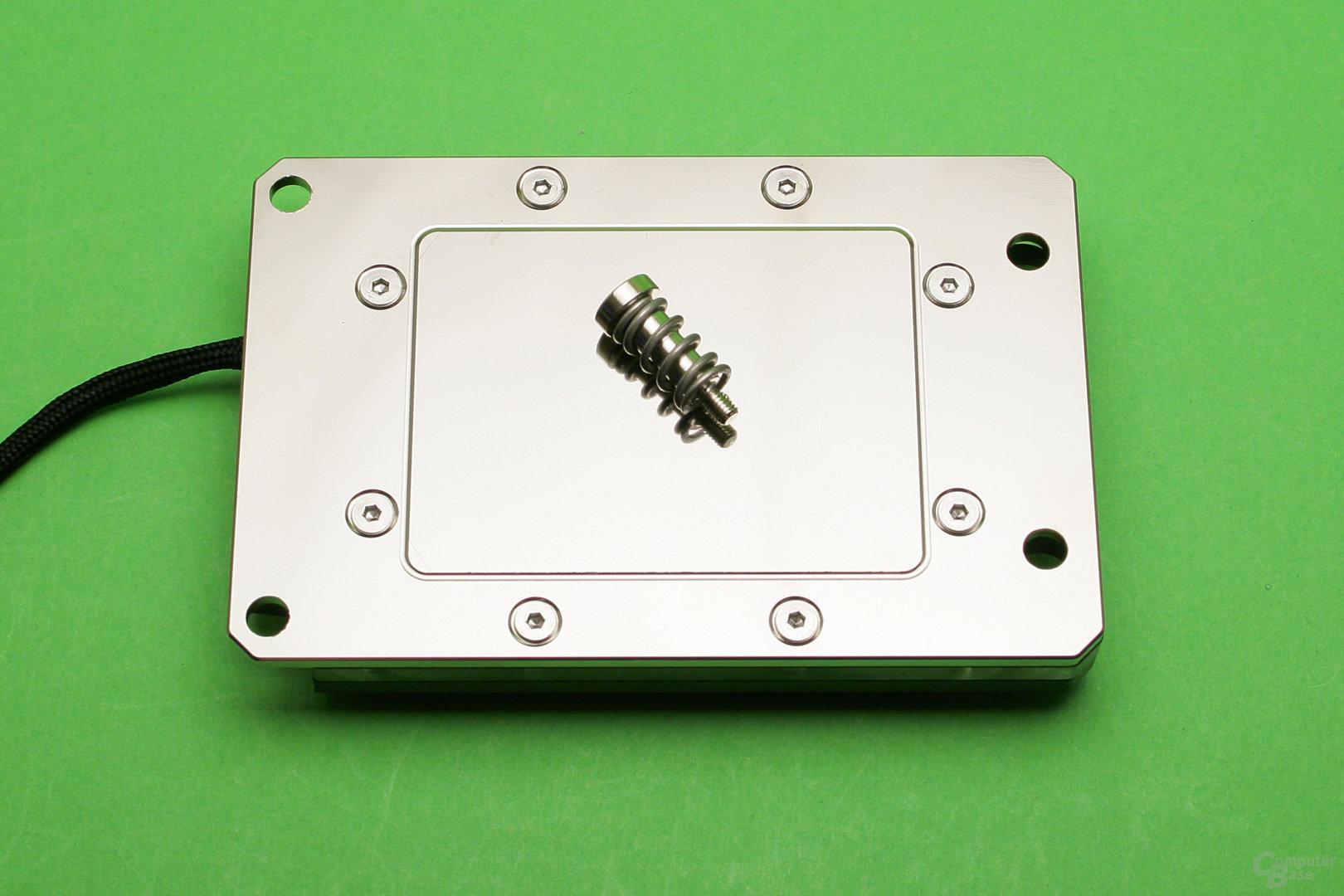 Watercool Heatkiller IV Pro TR4: Spiegelnde vernickelte Kupferbodenplatte