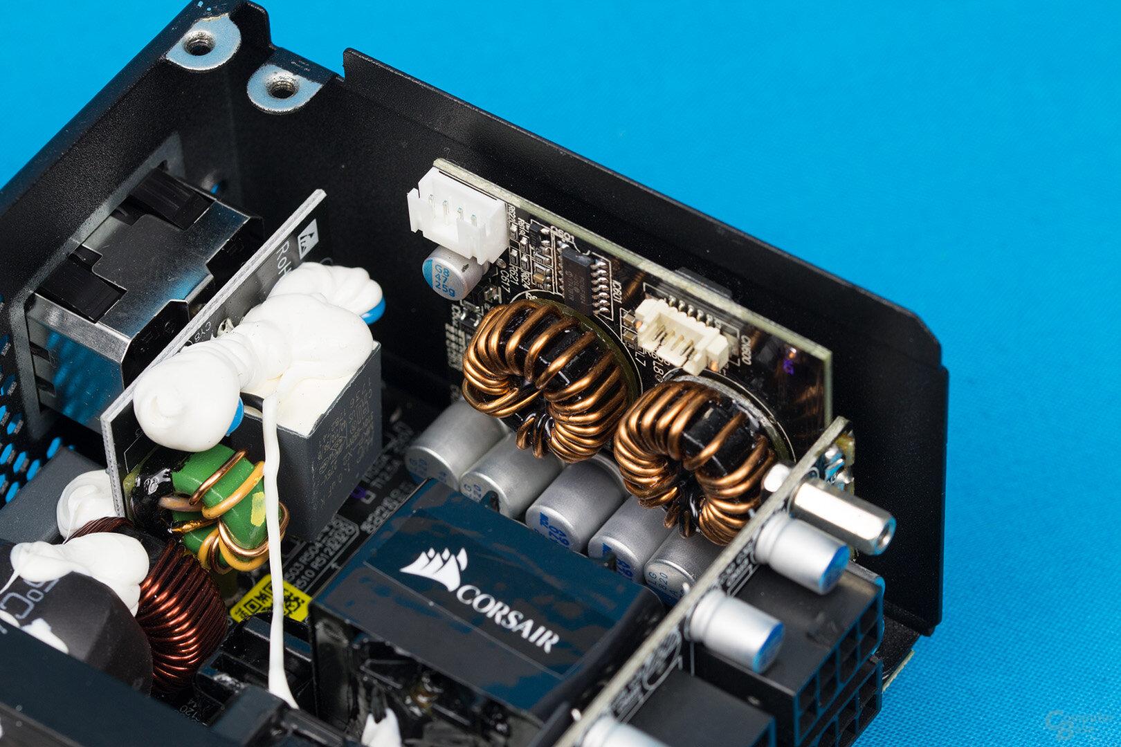 Corsair SF450 Platinum – DC-DC-Wandler und Lüftersteuerung