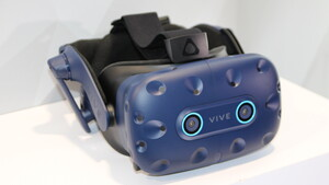 HTC: Vive Pro Eye mit Eyetracking und Vive Cosmos VR-Headset