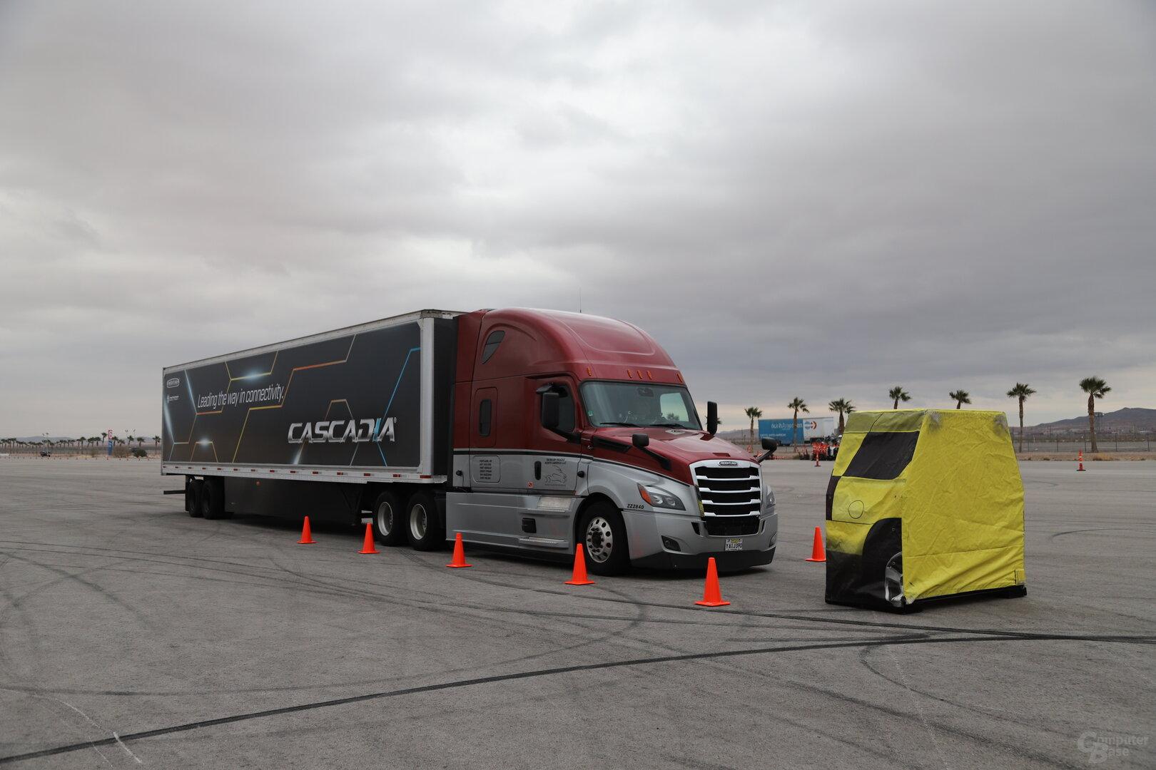 Der neue Freightliner Cascadia fährt ab Mitte 2019 autonom nach Level 2