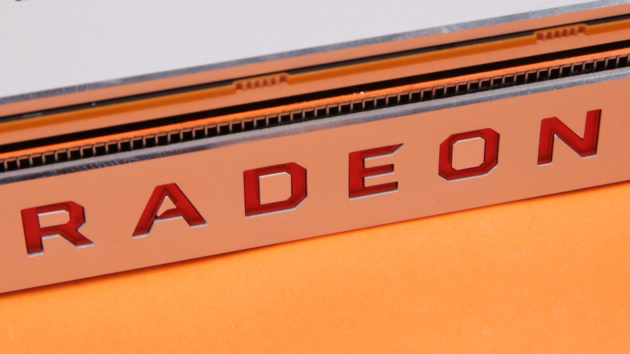 Vor dem Test: AMDs neues Flaggschiff Radeon VII fotografiert