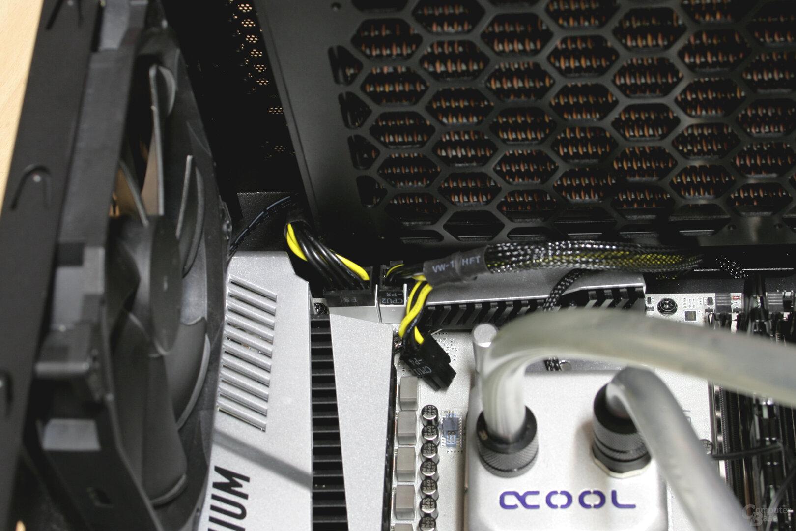 Alphacool Eisbaer Extreme im Testsystem: Wenig Platz für Kabel