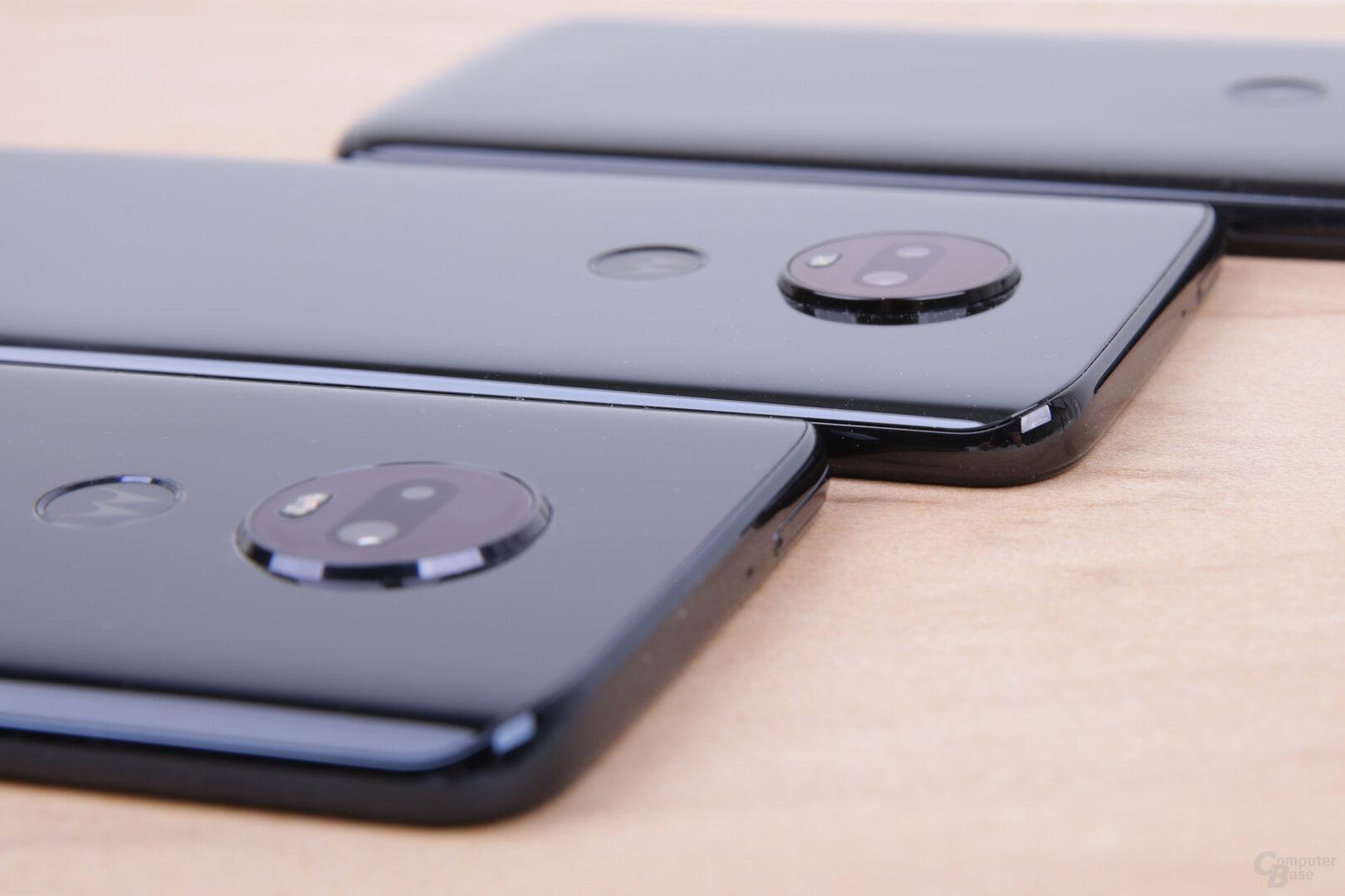Die Kameras des Moto G7 und Moto G7 Plus stehen hervor