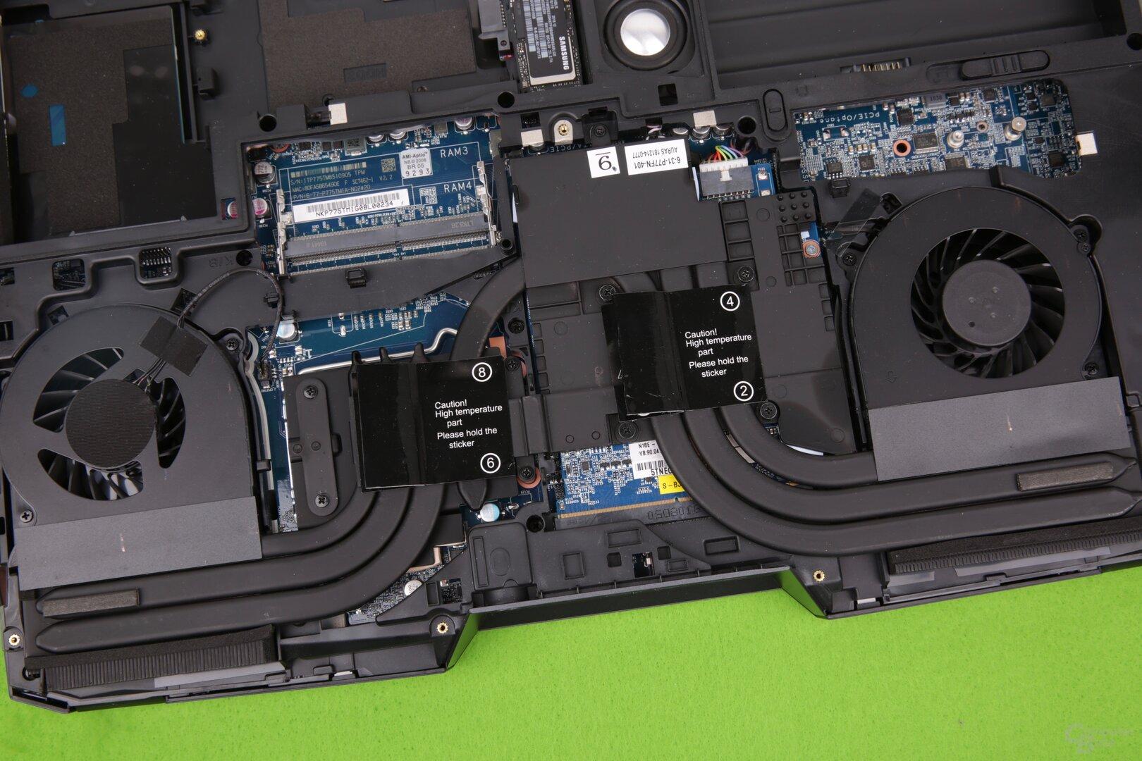 Die Kühlung für die gesockelte CPU (links) und die GPU auf dem MXM-Modul (rechts)