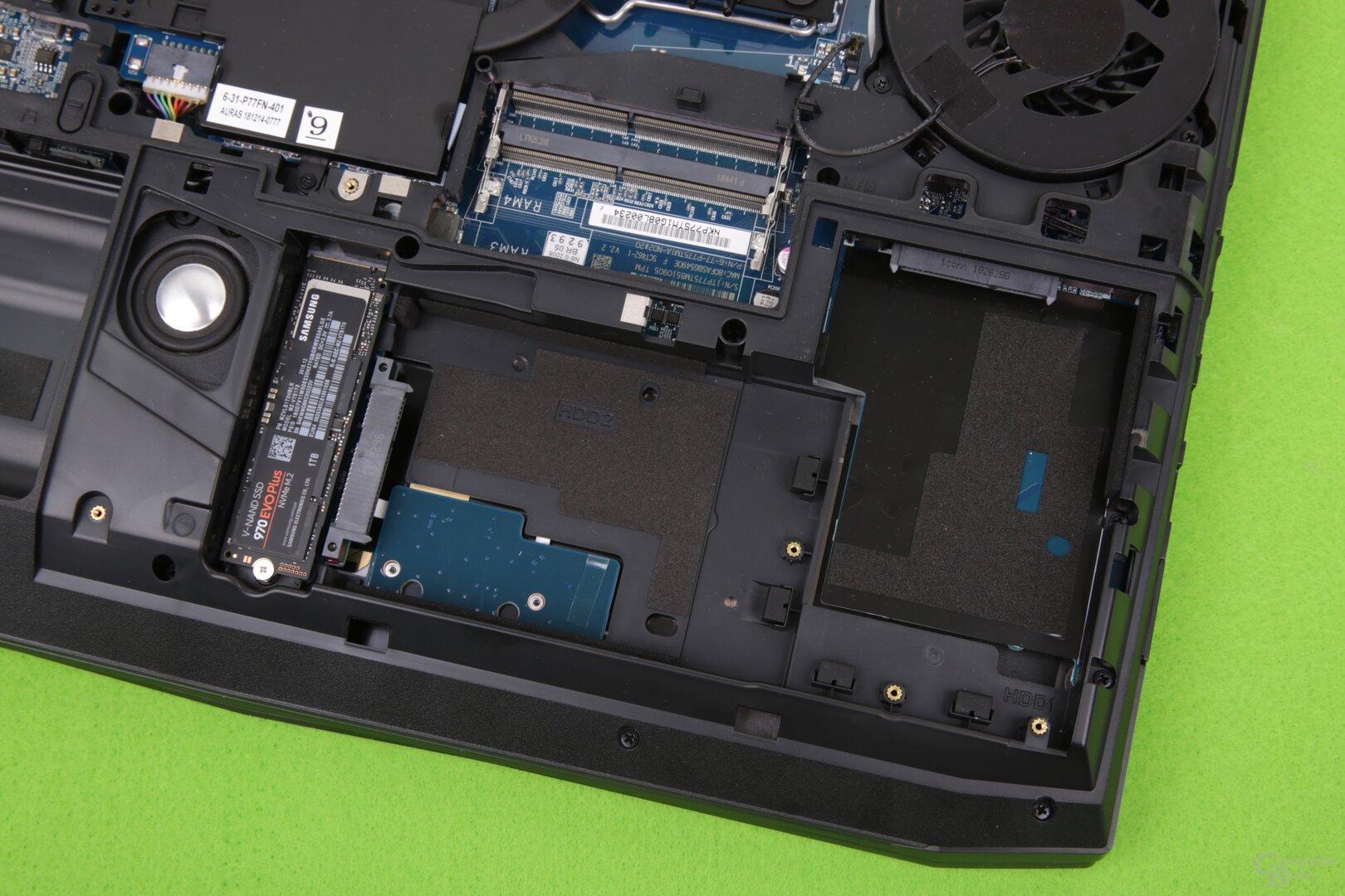 Laufwerken bieten zwei M.2- und zwei SATA-Anschlüsse (2,5 Zoll) Platz