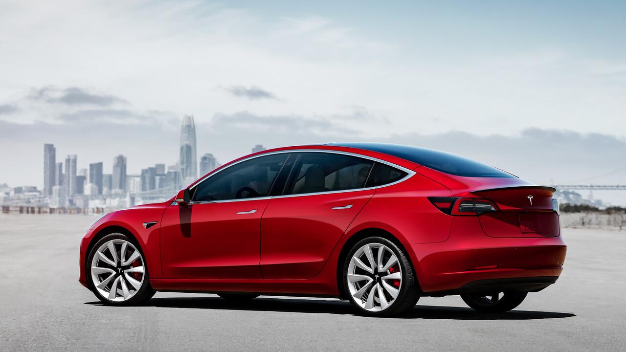 Tesla: Model 3 fährt weiter, schneller und wird günstiger