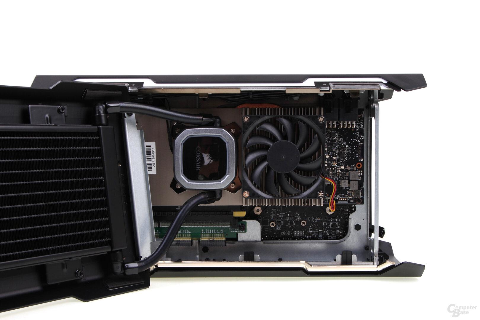Blick auf die linke Seite mit der Grafikkarte und deren Hybrid-Kühlung