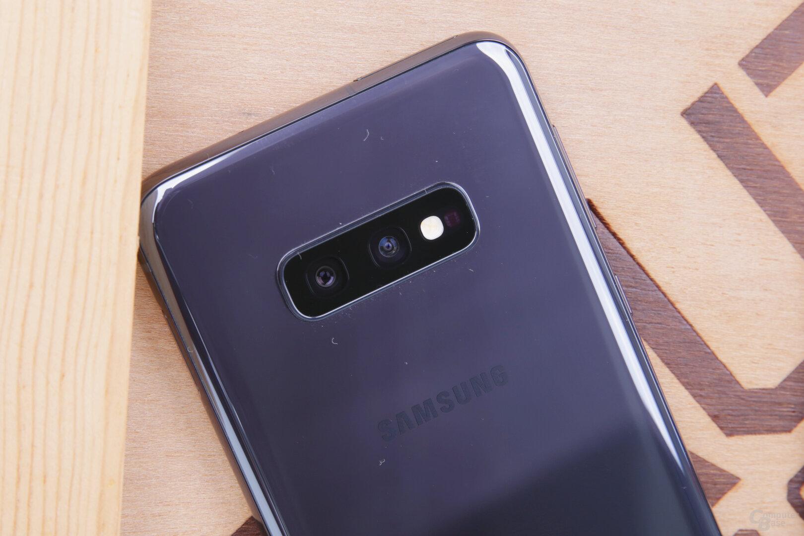 Das Galaxy S10e kommt mit Weitwinkel und Ultraweitwinkel