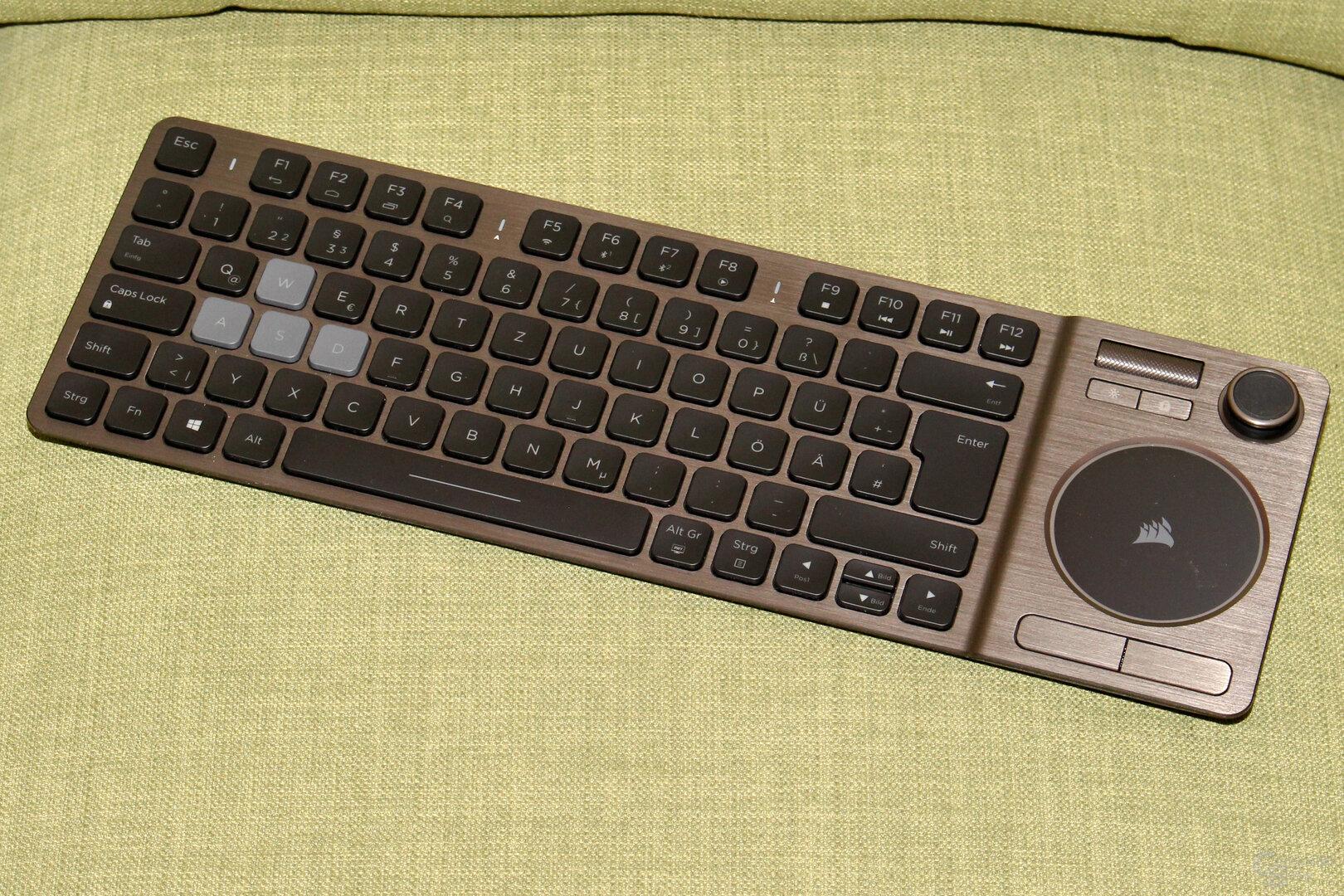 Die K83 entpuppt sich als gelungene HTPC-Tastatur. Ein Gaming-Eingabegerät ist sie nicht.