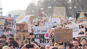 Artikel-13-Demonstrationen: Zehntausende bundesweit auf der Straße