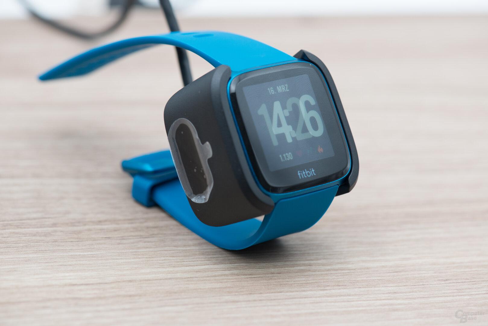 Fitbit Versa Lite: undurchdachtes Ladesystem