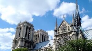 Kein Terroranschlag: YouTubes AI verwechselt Notre-Dame-Brand mit 9/11