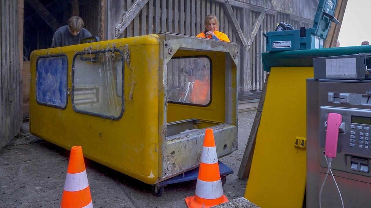St. Bartholomä: Telekom baut letzte gelbe Telefonzelle Deutschlands ab
