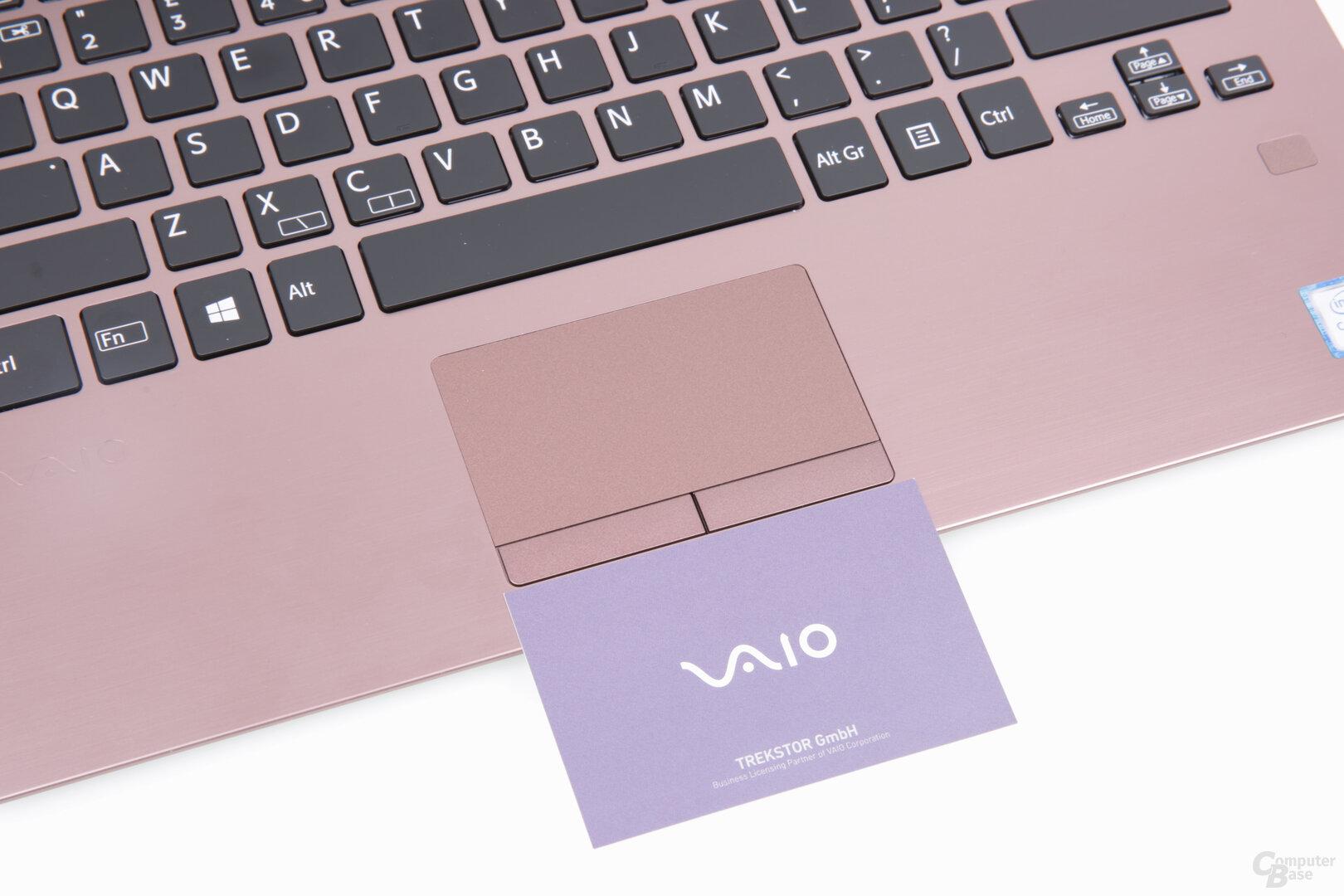 Das Touchpad ist kleiner als eine Visitenkarte