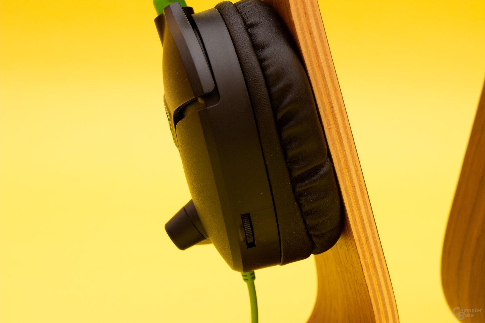 Die Lautstärke lässt sich beim recon 70 direkt am Headset regeln