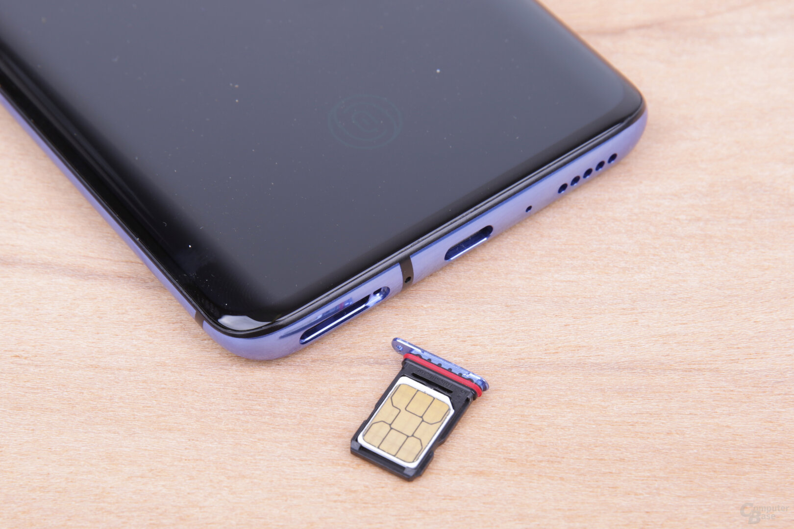 Am Nano-SIM-Fach ist ein Dichtungsring erkennbar