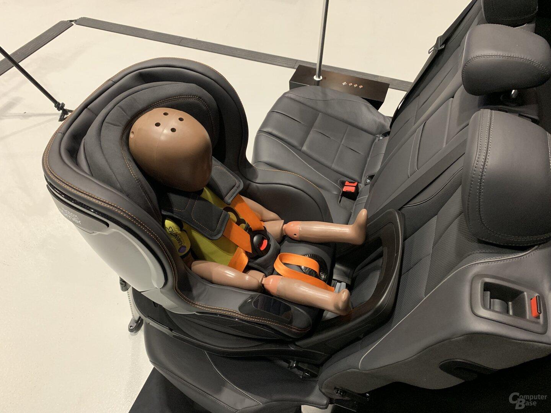 Connected-Kindersitz mit neuem Gurtstraffer für Pre-Safe Child