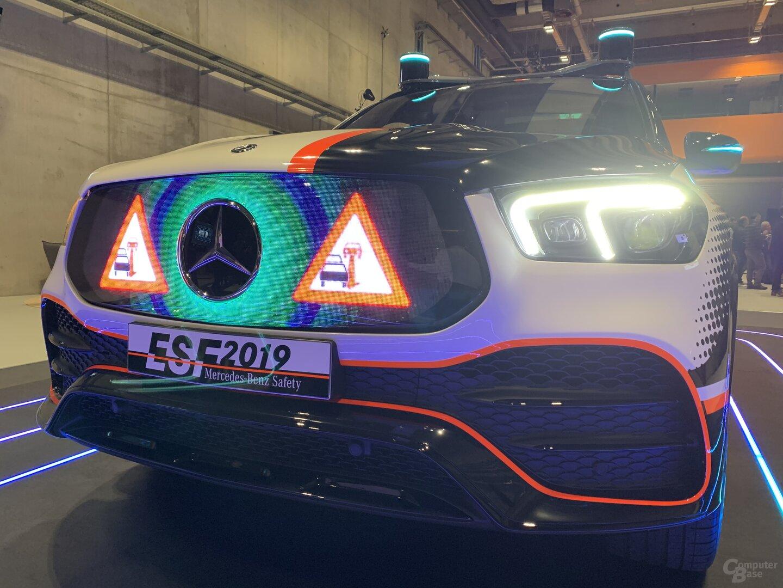 LEDs im Kühlergrill zeigen Warnhinweise an
