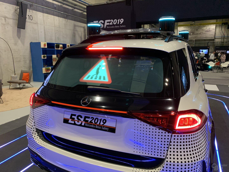Heckscheibe mit LEDs warnt vor Zebrastreifen