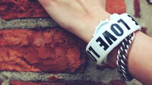 Amazon: Alexa-Armband soll Gefühle anhand der Stimme erkennen