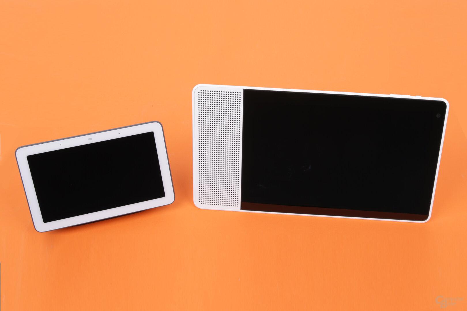 Google Nest Hub mit 7 Zoll neben Lenovo Smart Display mit 10 Zoll