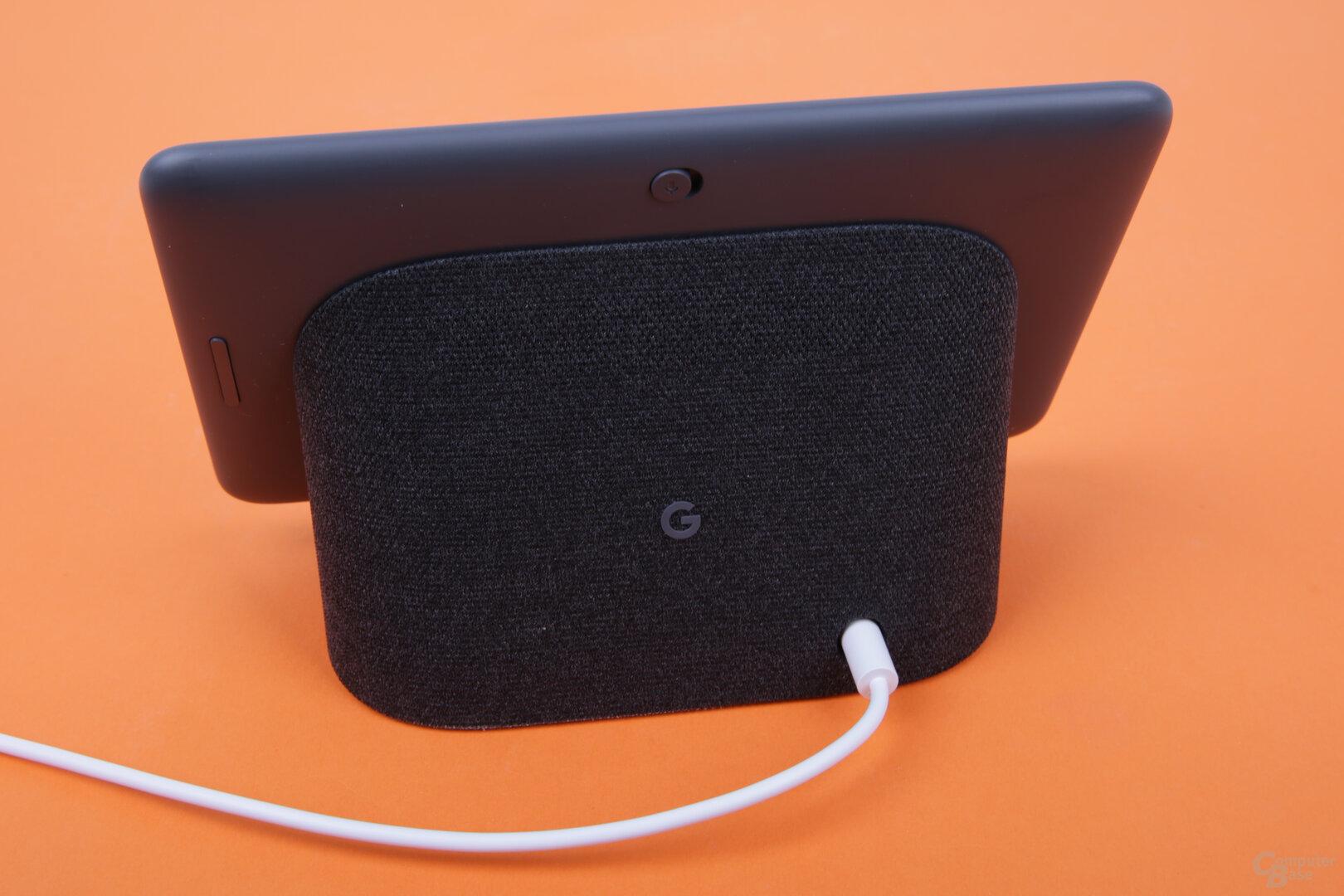 Google Nest Hub mit Stromkabel