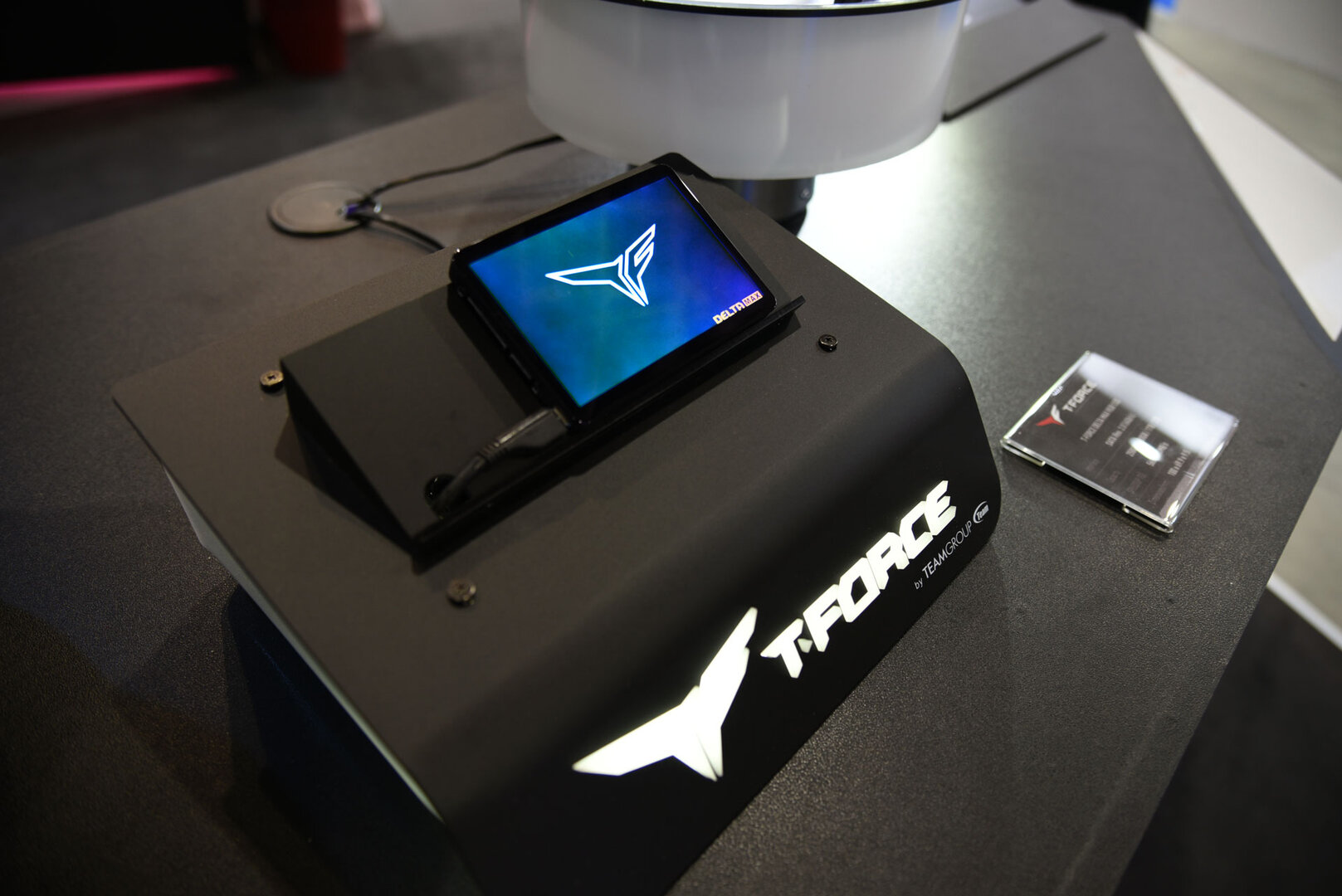 Team Group Computex 2019 – T-Force Delta Max RGB SSD in Aktion