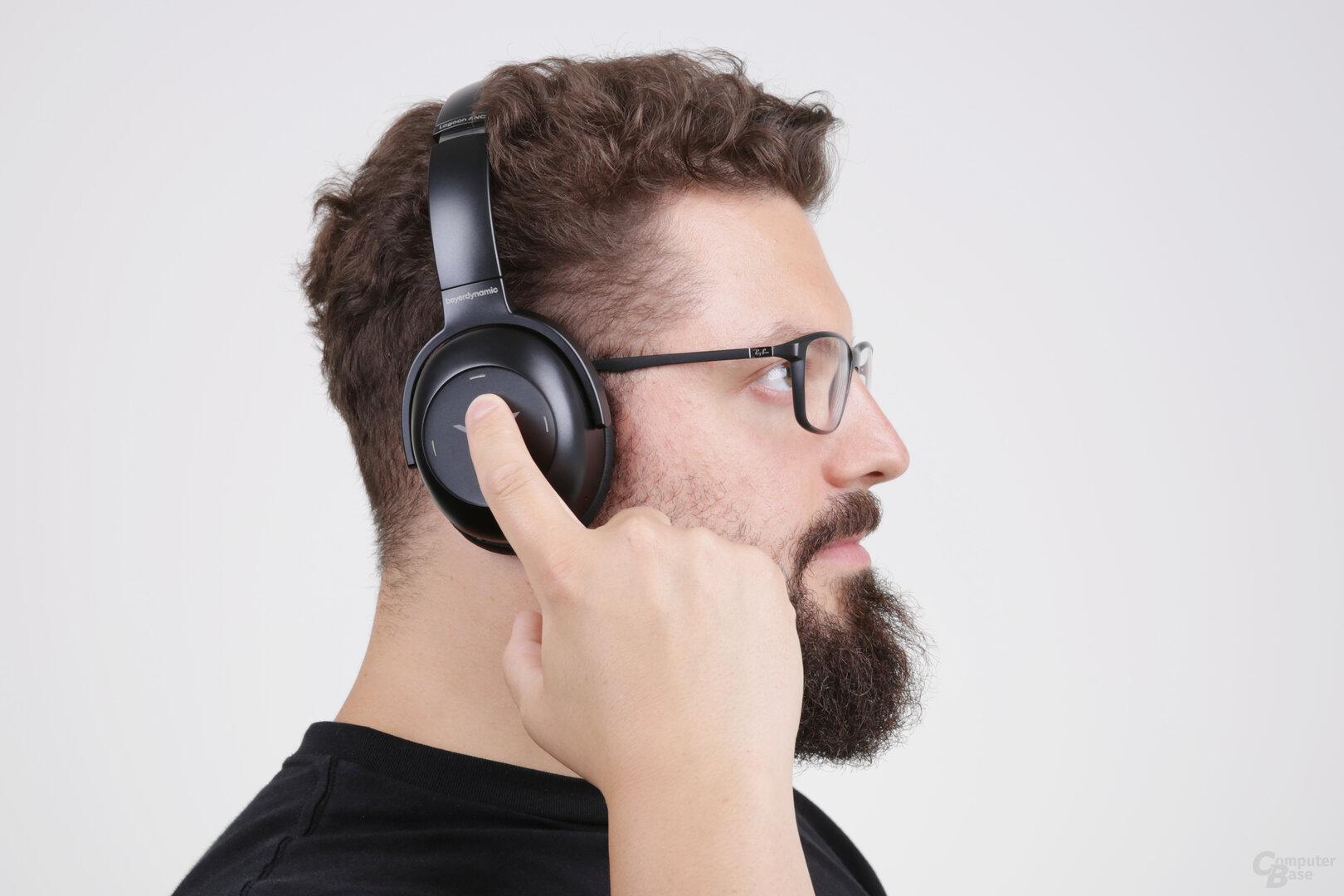 Touch-Bedienung über die rechte Hörmuschel