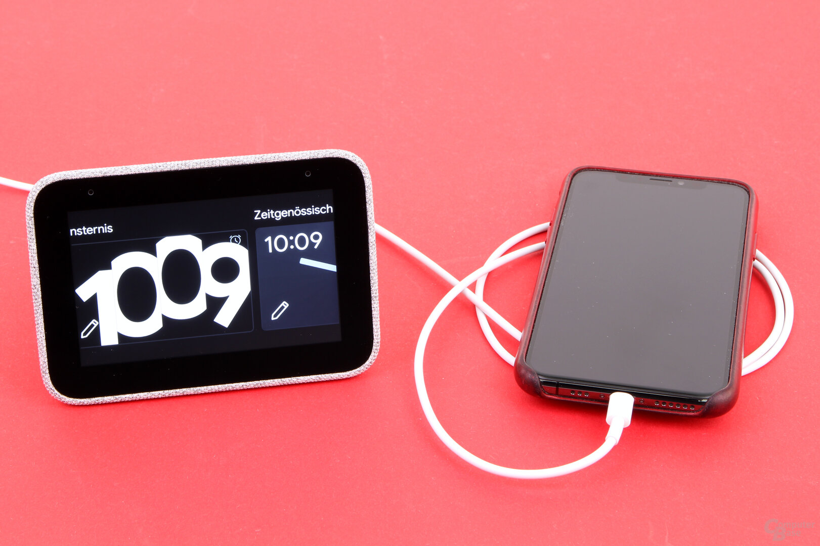 Lenovo Smart Clock: Laden des Smartphones per USB