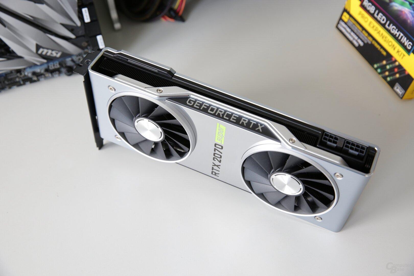 Die neue GeForce RTX 2070 Super mit PCB und Kühler der GeForce RTX 2080