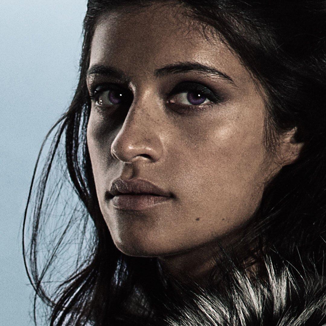 Anya Chalotra als Yennefer von Vengerberg