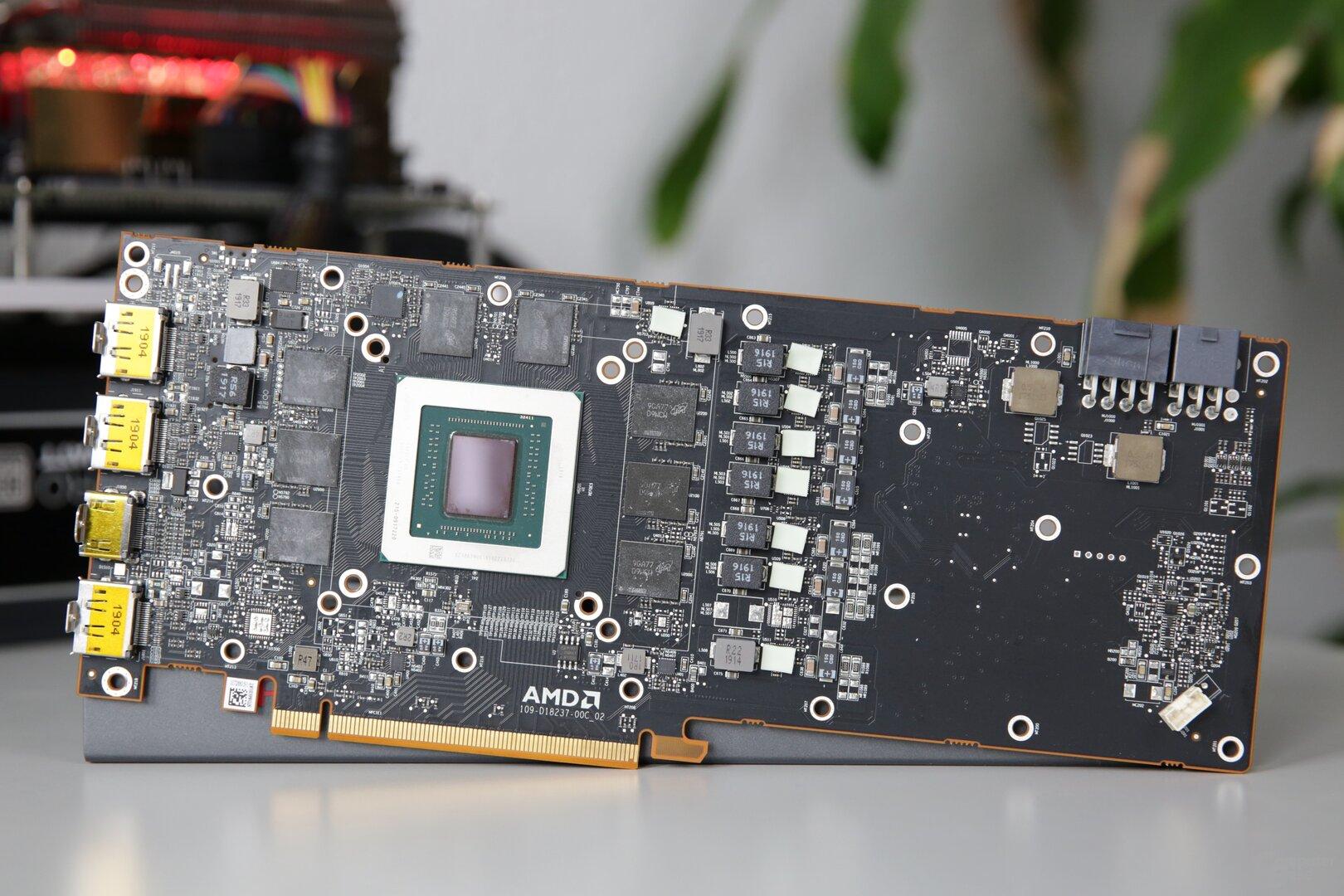 Das PCB von Radeon RX 5700 (XT) mit Navi 10 und 8 GB GDDR6