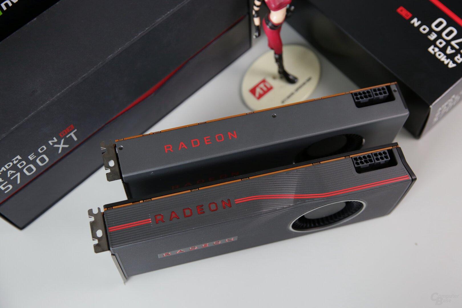 Die Radeon RX 5700 (XT) mit je  einmal 6 und einmal 8 PIN