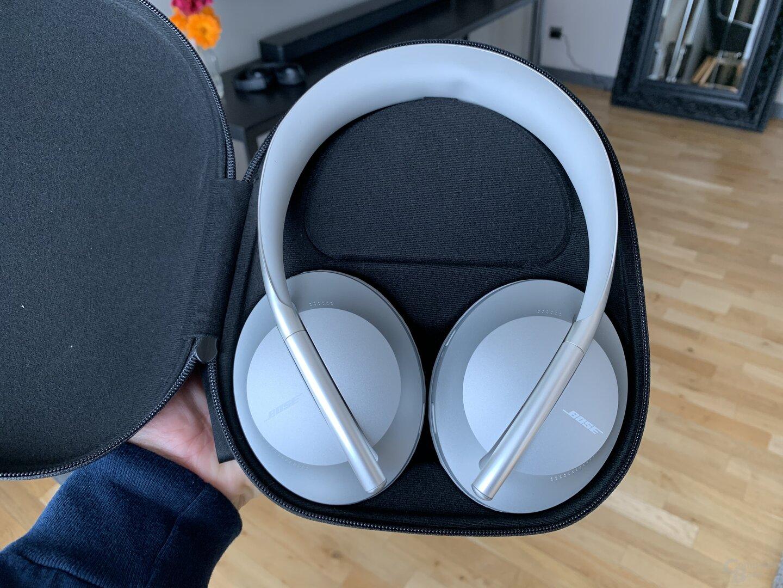 Die Bose Noise Cancelling Headphones 700 im neuen Case