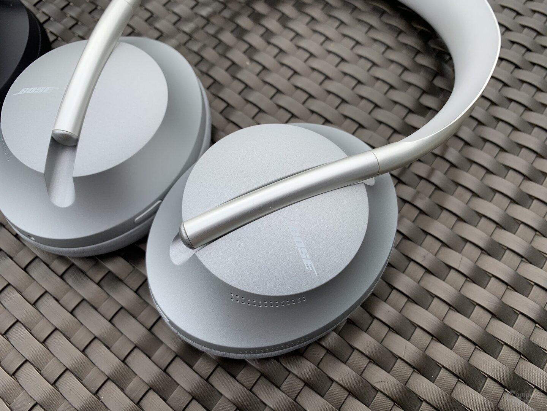 Neues Design mit Verstellung des Kopfbügels direkt an der Hörmuschel