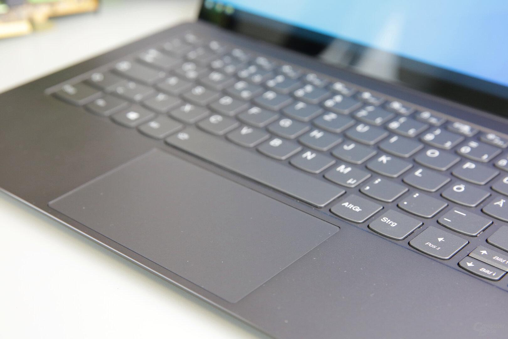 Großes Touchpad mit guten Gleiteigenschaften