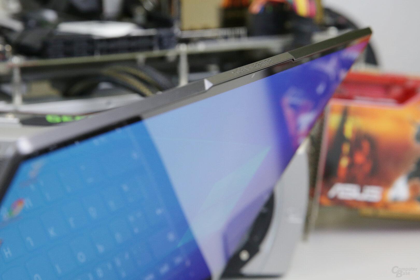 Die Windows-Hello-Kameras sitzen in der Ausbuchtung