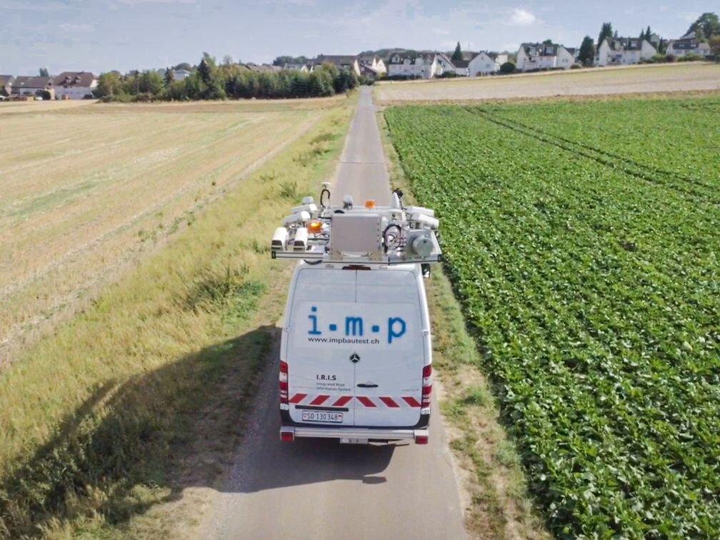 Das Messfahrzeug erfasst Bilder der Umgebung, die I.R.I.S. auswertet.