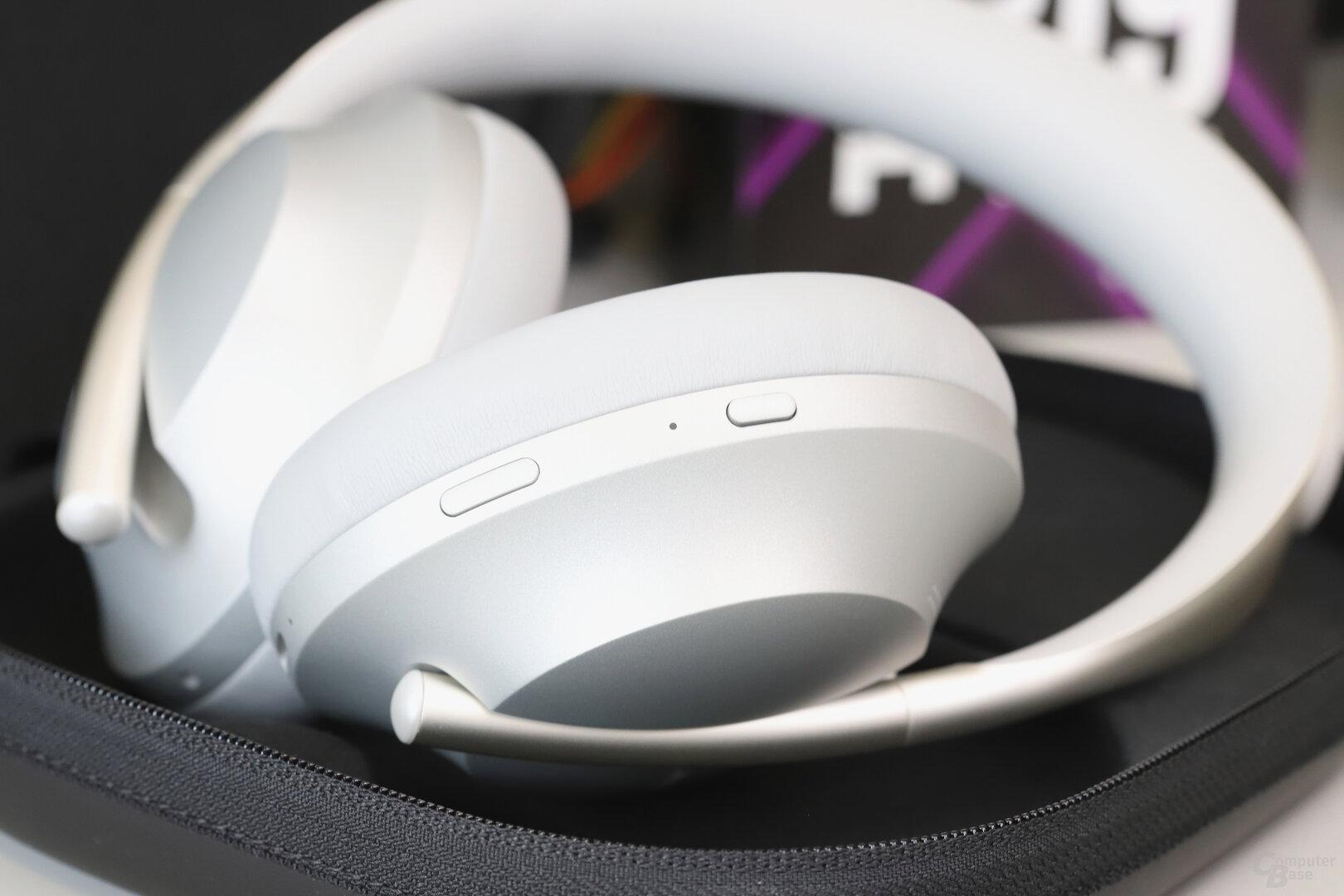Rechte Kopfhörermuschel mit Tasten für Assistant und An/Aus